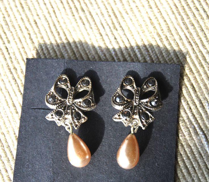 orecchini vintage anni 40 UK in Marchesite e perle a goccia pendenti  Disponibile alla vendita per info contattami via mail  crazyforvintageuk@gmail.com o via facebook Crazy for vintage