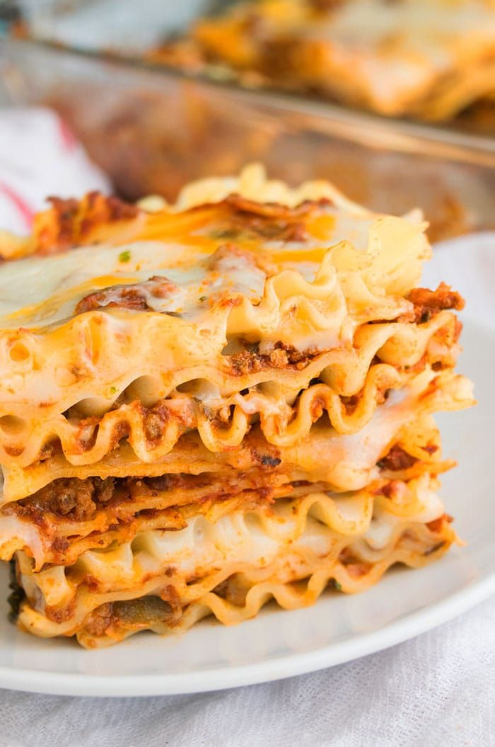 This Easy Beef Lasagna Recipe Is Loaded With Meat And 4 Types Of Cheese Mozzarella Parmesan Ched Beef Lasagna Ground Beef Lasagna Recipe Beef Lasagna Recipe