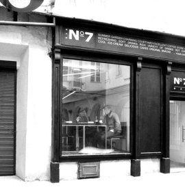 Bar No7 to miejsce idealne na poranną kawę, popołudniowy deser czy wieczorne spotkanie z przyjaciółmi.