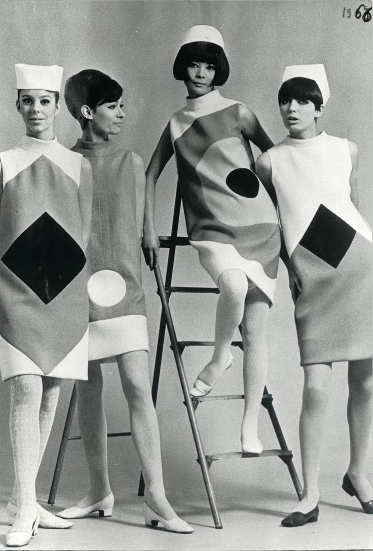 1966 - Hiroko Matsumoto and models presenting the new Pierre Cardin Collection                                                                                                                                                      Plus