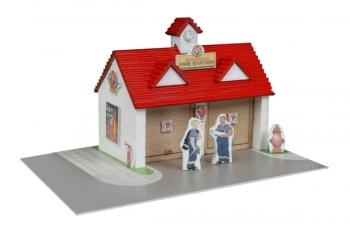 Construction kit with real bricks of a fire station. The building blocks can be reused because the cement is dissolved in water. Contains: construction bricks, cement, wood building components, spatula, bowl, plate and a foam board with figures.