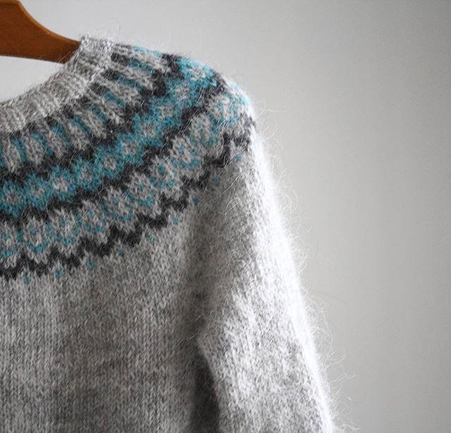 Parée pour le froid   Gamaldags pattern Hélène Magnusson #lopi #lopapeysa #gamaldags #helenemagnusson #knittersofinstagram #knittimg