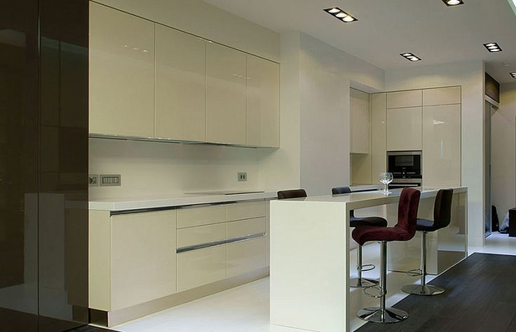 Кухня в стиле минимализма белого цвета 15 кв. метров