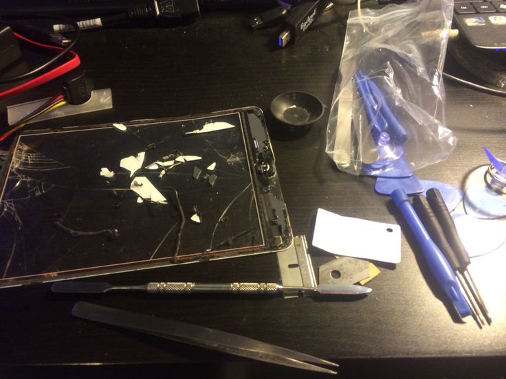 Fun removing broken iPad Digitiser glass for replacement service
