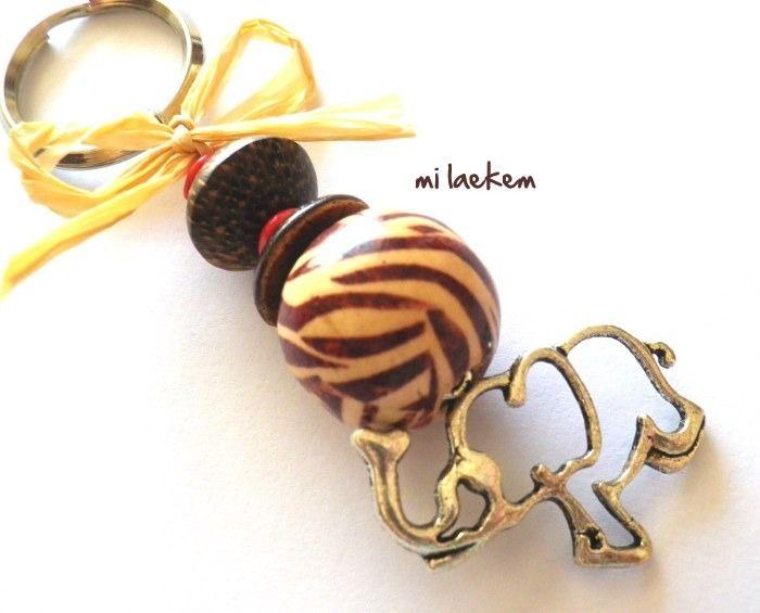 SAFARI - Porte-clés/Bijou de sac éléphant Afrique et perles de bois zébrée : Autres bijoux par milaekem-bijoux