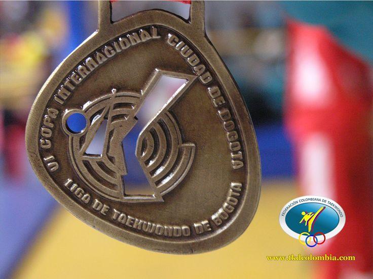 Así  se vio la medalla que obtuvieron los ganadores