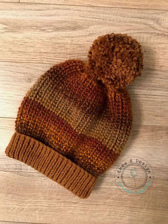Bonnet avec gros pompon laine, tricoté dans laine de qualité aux couleurs dégradées , pour adulte/ado