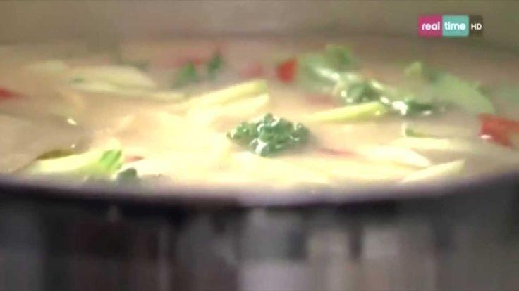 Cucina con Ramsay # 10:  Salmone in zuppa di Miso Il Miso è un condimento molto saporito a base di riso o fagioli di soia fermentati ed è un ingrediente tradizionale della cucina giapponese. Donerà un gusto ricco e sontuoso al brodo speziato protagonista di questa ricetta. La cottura in bianco è una soluzione delicata e perfetta per il...