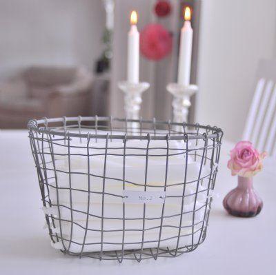 Snygga trådkorgar med texten No. 2 eller No. 3 i industrilook. Förvaring av handdukar, använd som fruktkorg eller förvara ljus i den.