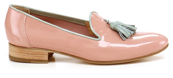 Scarpa bassa in vernice e nappa con suola in cuoio. Accessori nappine rosa, tacco 25. COLOR: ROSA\MENTA DEPARTMENT: Women DESIGNER: Bruglia - Le Follie Shop