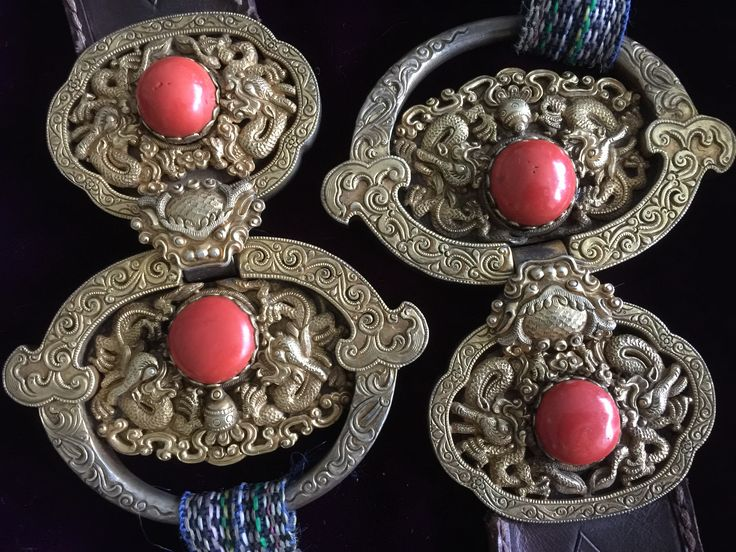 An exceptionally fine pair of gilt silver belt pendants of aristocratic Mongolian origin. 18th-19th c