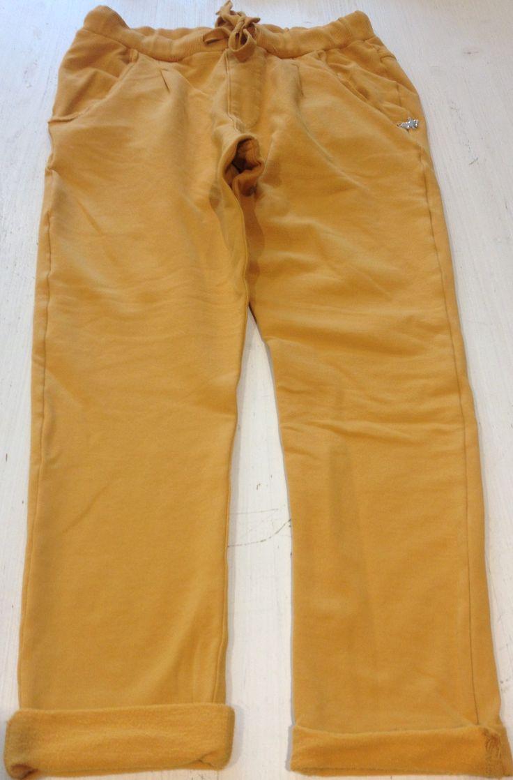PANTALONI FELPATI LÚ LÚ,   Pantaloni morbidi e confortevoli color senape di Lù Lù con elastico e coulisse in vita, tasche con profili a vivo. http://www.abbigliamento-bambini.eu/compra/pantalone-felpato-lu-lu-2790503