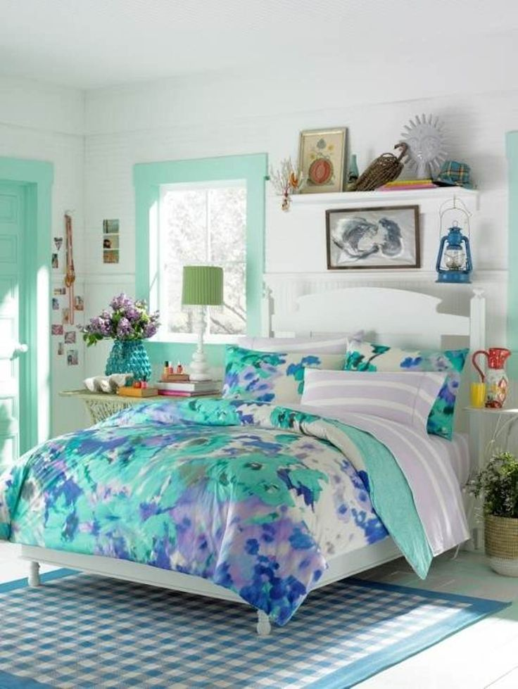 I love the aqua mint accents and the colorful bedding but not the picnic old farmhouse elements on the shelves or rug.