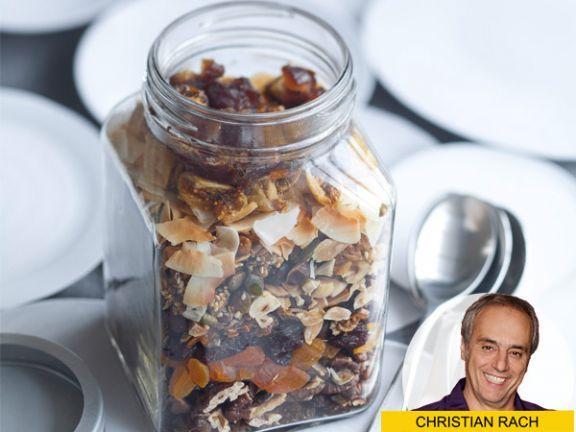 Bei EAT SMARTER finden Sie das exklusive Christian Rach Originalrezept: Selbst gemachtes Knuspermüsli.