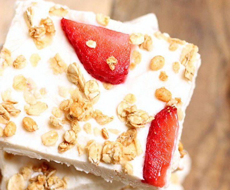Vous cherchez une collation santé, économique et facile à préparer pour vos nouvelles résolutions? Les délicieuses barres de yogourt, fraise et granola!