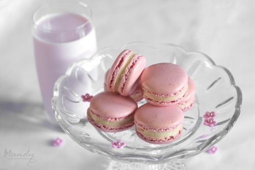 Strawberry Nesquik Macarons