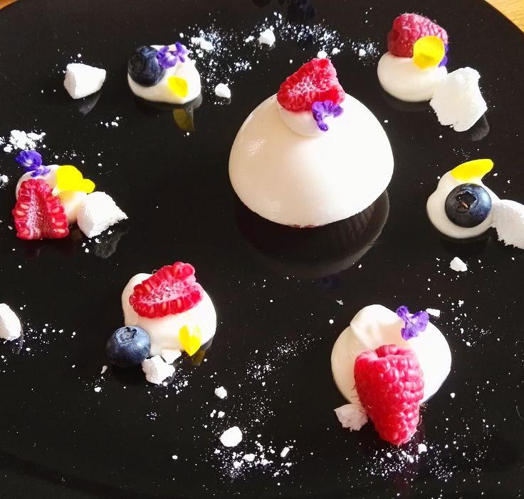 """""""Luci e nebbia"""" un dessert a base di sciroppo d'acero, zenzero cioccolato bianco e ricotta, una ricetta semplice per allietare l'estate, se siete interessati alla ricetta visitate www.morenoartsite.wordpress.com"""