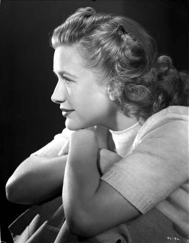 Priscilla Lane Facing to the side in Casual Shirt Black and White Port – Movie Star News