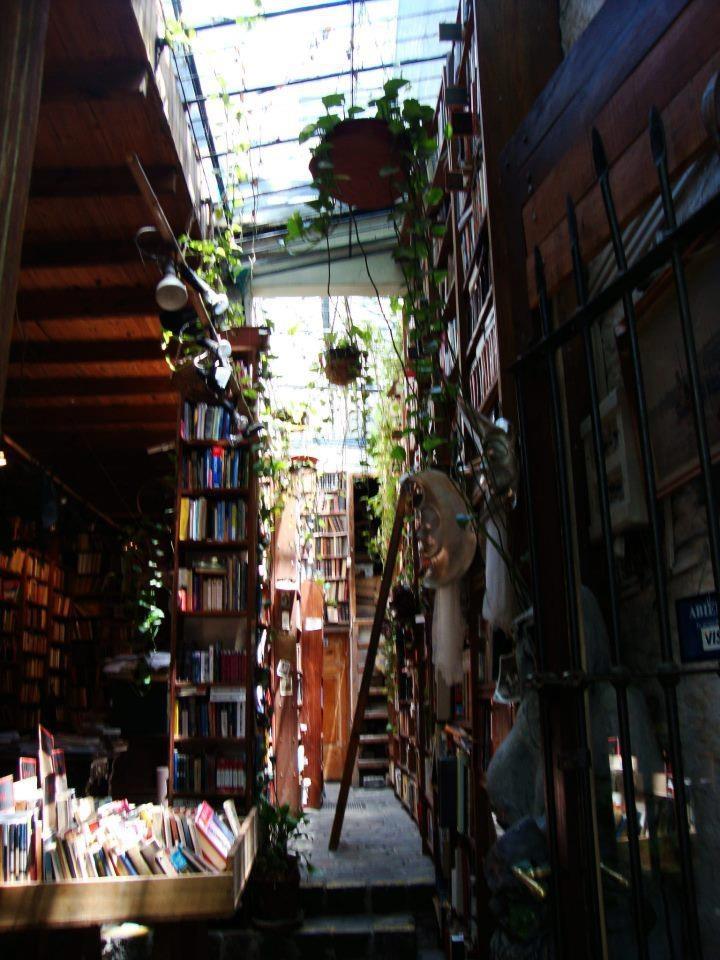 Libreria en Feria de Tristan Narvaja, Montevideo, Uruguay.