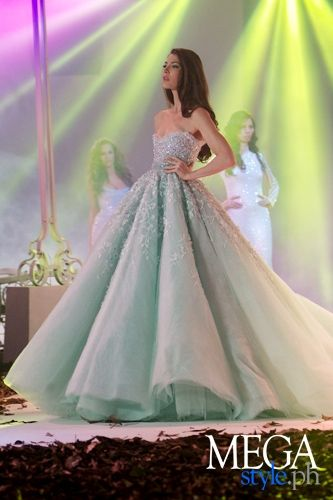 Gallery - Runway - Philippine Fashion Week Holiday 2012: Michael Cinco for Bench
