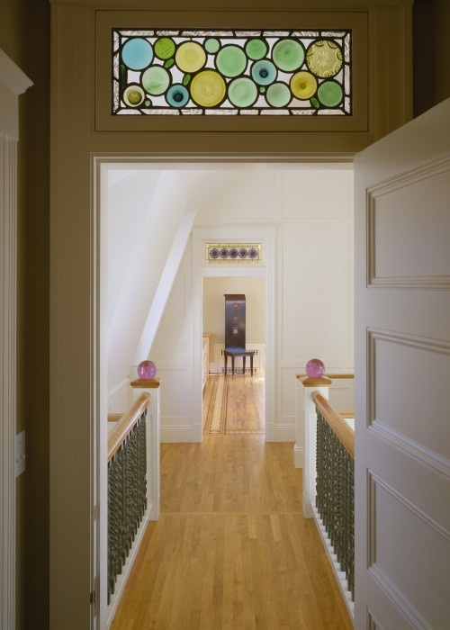 ooooh I love this stained glass window above the door...