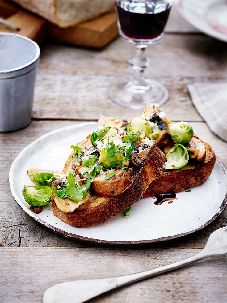 Toast met champignons en spruitjes https://simplyyou.carrefour.eu/nl/recept/toast-met-champignons-en-spruitjes?utm_campaign=trv-w50-trf-oingoing&utm_medium=social&utm_source=pinterest-nl&utm_content=board%20veggy&utm_term=image