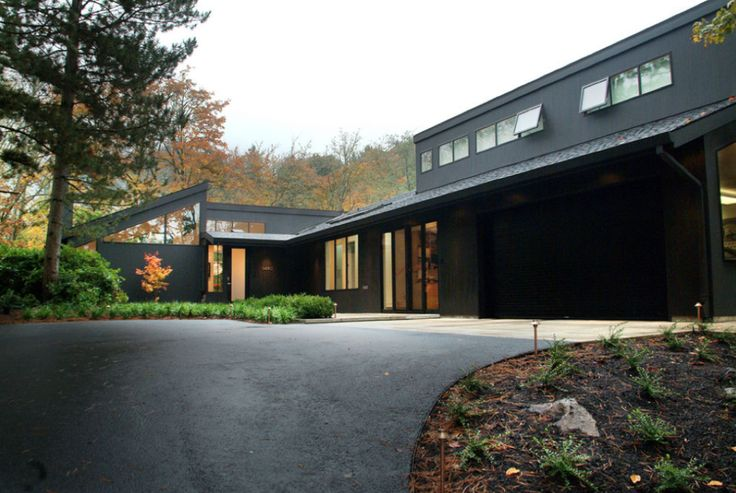 15 Modern Rustic Homes with Black Exteriors   upcycledtreasures.com