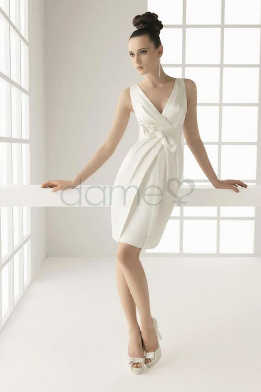 V Ausschnitt Etui Satin Strand kurzes einfaches dünnes Brautkleid