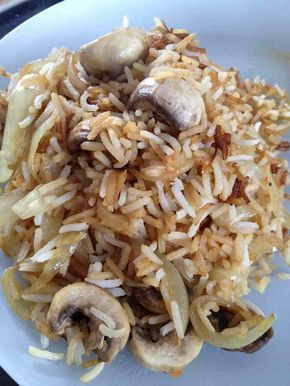Poêlée riz et champignons - 3 UPP - 2 parts : 200 g riz cuit (basmati pour moi) -1 oignon - 200 g de champignon de Paris -1 c à s de sauce soja