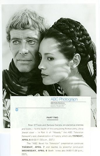Peter O'Toole Barbara Carrera Bare épaule Masada originale 1981 ABC TV Photo | eBay