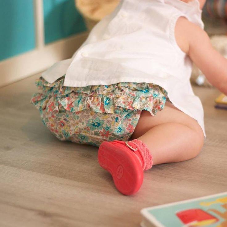 Los vivos colores de nuestros zapatines hace que esta nena vaya a la mar de monísima con cualquier conjunto💗💗   ¡Además, son sus cómplices perfectos para estar cómoda jugando con sus juguetitos! 👾👶  📷 AinaMakeup  #CalzadosChuches #PasitosChuches #DulcesPasitos #Primerospasitos #Zapatitoschuches