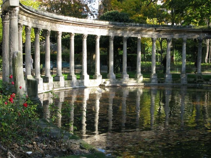 Le parc Monceau in Paris ~ also happens to be the place where my husband and I officially became engaged, I kinda love this place ;)