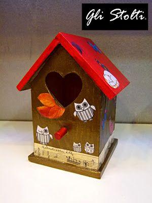 Gli Stolti Casa: casetta per uccelli in legno dipinta e decoupata a mano. Gli Stolti Original Design