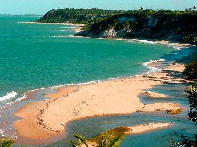 Fundado na época da colonização do Brasil, Trancoso, na Bahia, é um vilarejo paradisíaco. No passado, não oferecia boa infraestrutura turística e muitos hóteis e pousadas, por isso só recebia quem estava em busca de um local bem rústico.