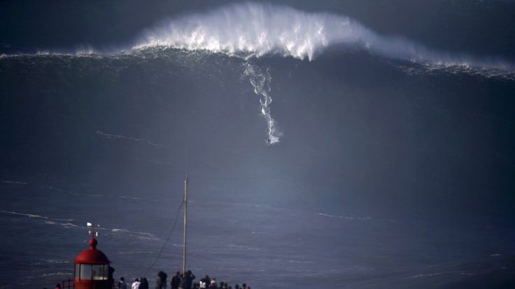 Nazaré Unloads - Praia do Norte delivers thrills on opening day - via Surfer Magazine 28.10.2015 | Photo: The first big swell of the year at Praia do Norte brought the goods that big-wave surfers everywhere drop everything and go for...