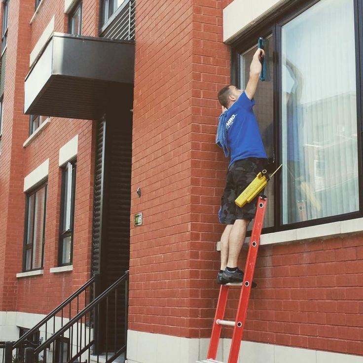 Faites appel à notre équipe pour tout entretien de vos vitres intérieur et extérieur.  #entretien #nettoyage #fenêtre #vitre #montreal #rivenord #rivesud