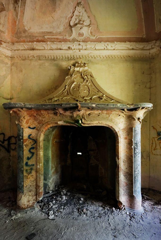 Inside Abandoned Mansion   Urban Exploration at Villa de Vecchi