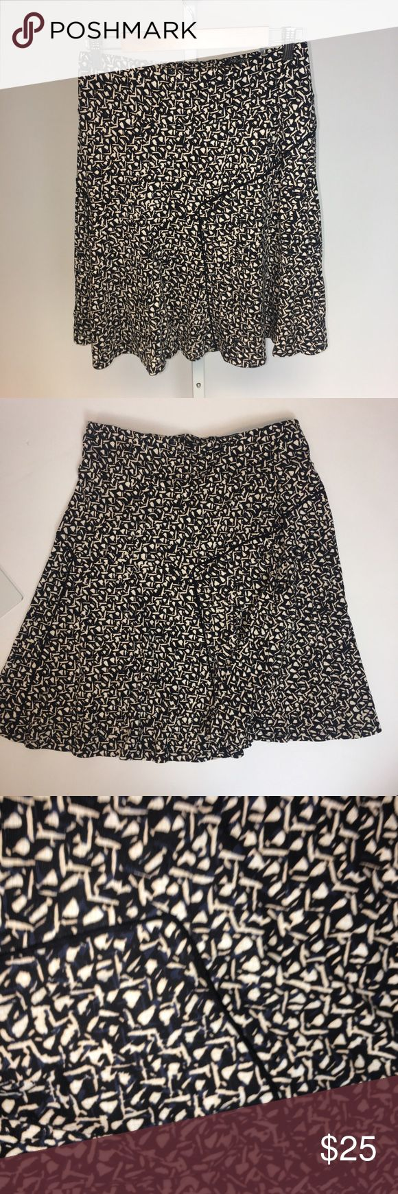 Nic+Zoe A-line mid length skirt Cute and comfy skirt for a sophisticated look!💓 small but can fit medium also. NIC + ZOE Skirts A-Line or Full