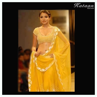 #Anuskha Sharma walking down the ramp in a beautiful YELLOW saree