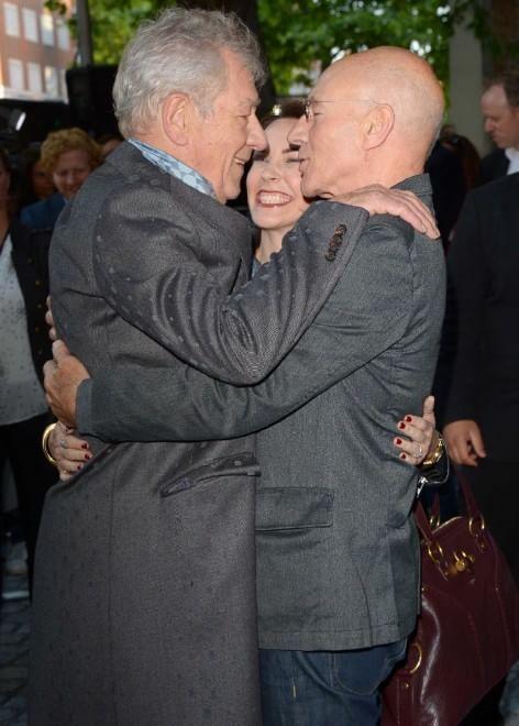Patrick Stewart e Ian McKellen: i protagonisti di X-Men si baciano sul red carpet - Spettacoli - Repubblica.it