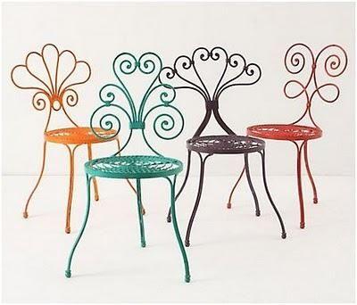 Sillas de jardín de forja y diseño vintage.