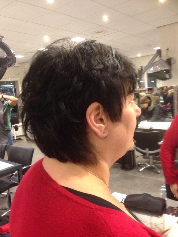 3. Knip kapsel kort haar, oren vrij, zijkant