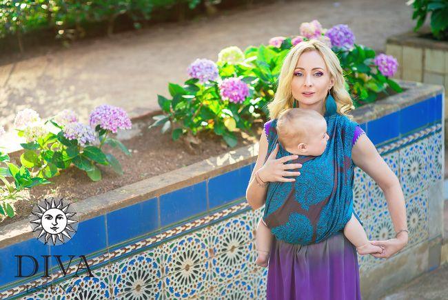 Babywearing in a Diva MIlano wraparound: feminine, beautiful, elegant