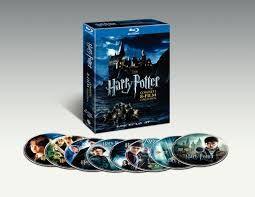 Fra i miei film preferito ci sono sicuramente tutti gli Harry Potter, che mi hanno accompagnata dalla prima elementare fino alla terza liceo, un bel periodo insomma! Avvincenti,appassionanti. Giusto in questi giorni io e dei miei amici stiamo facendo la maratona di Harry Potter: ogni giovedi sera è dedicato alla visione di un film della saga.