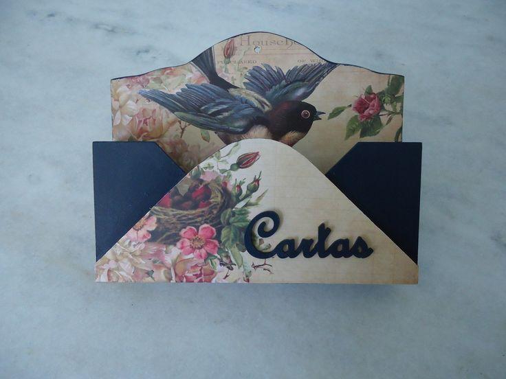 Porta carta azul marinho com detalhe de pássaro , ideal para decorar e guardar suas cartas , contas e recados