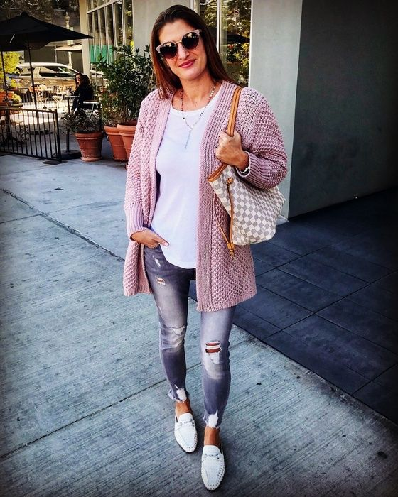 Dying over this cozy chunky knit cardi & super cute studded loafer mules ~which are on sale for under $60 btw! ~ 💕 Also this gray denim is one of my favorite pairs >> so flattering & under $80 🙌 • Shop this look by tapping the link in my bio ⬆️ or visit www.trend-fix.com/shop-my-instagram 🖥 #ad