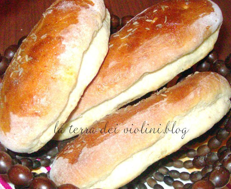 Filoncini di pane con patate  e semi di cumino