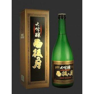 雨後の月 大吟醸/Ugonotuki Daiginzyo、底辺にメロンやマスカットなどを思わせる香りに連動した甘味が印象的です。力強く押し流す雄大な大河を感じさせるお酒です。 Sweet fragrance such as Muscat and melon is impressive.