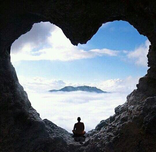 El corazón de piedra esta dentro de la gruta del amor.