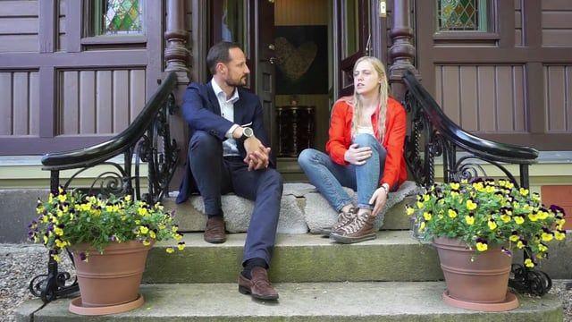 Ungdom er en enorm ressurs for samfunnet og ikke minst seg imellom.  Bli inspirert av HKH Kronprins Haakon. Videoen ble filmet under EngasjerDeg! - en ungdomskonferanse arrangert av HelseFrem.  Les mer her: http://www.helsefrem.no/ungdomskonferanse-sept-2016/